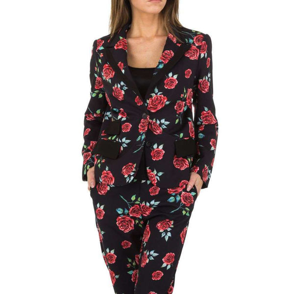Black-jacket-with-roses-502441