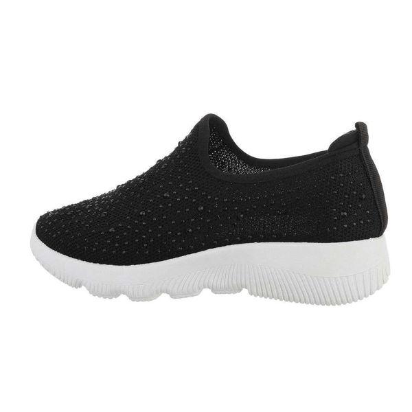 Black-sneakers-591160