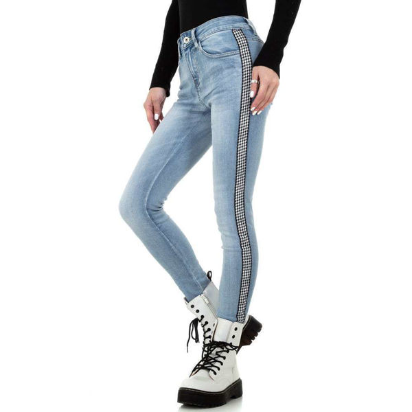 Light-blue-jeans-593566