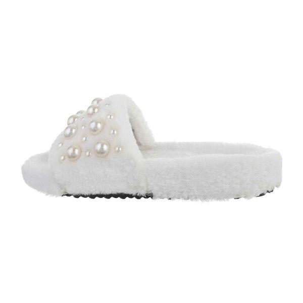 White-slippers-594513