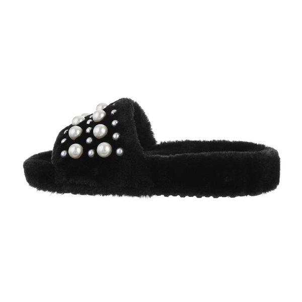Black-slippers-594489