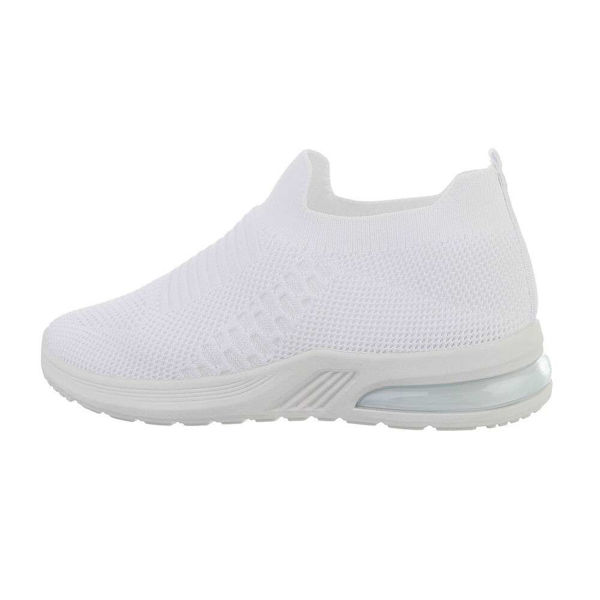 White-sporstshoes-593205