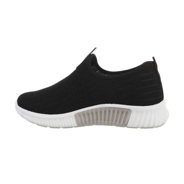 Black-sportshoes-595129