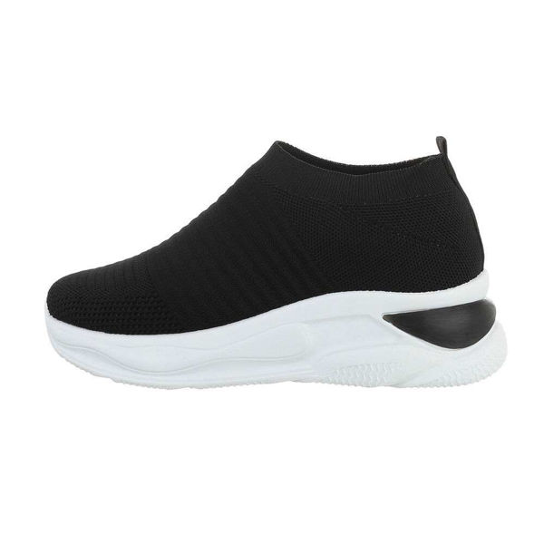 Black-sportshoes-552955