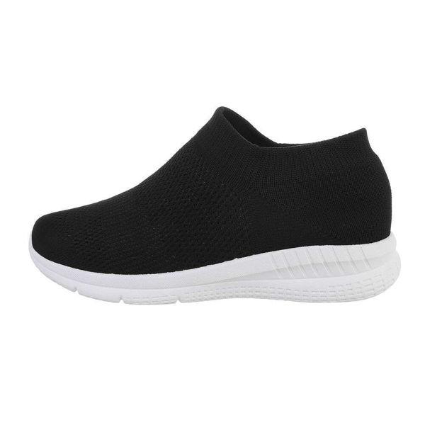 Black-sneakers-589941