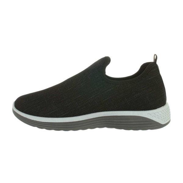 Black-sneakers-562590