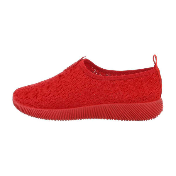 Red-sportshoes-593101