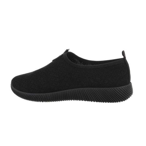 Black-sportshoes-593085