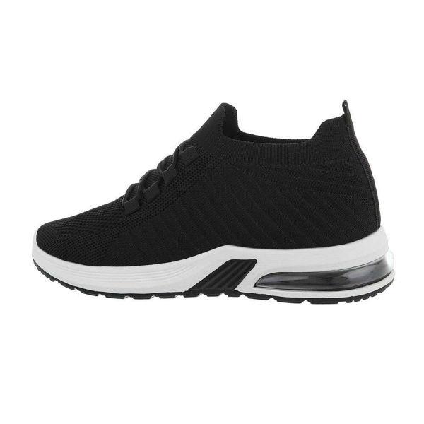 Black-sportshoes-593221