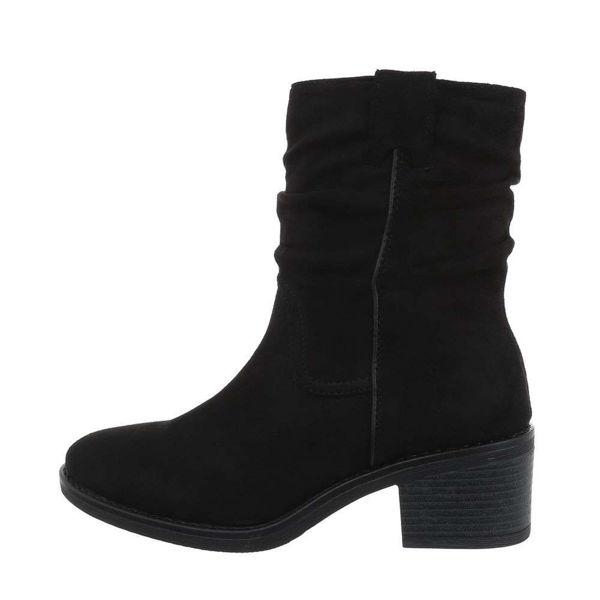 Naiste-mustad-poolsaapad-534391