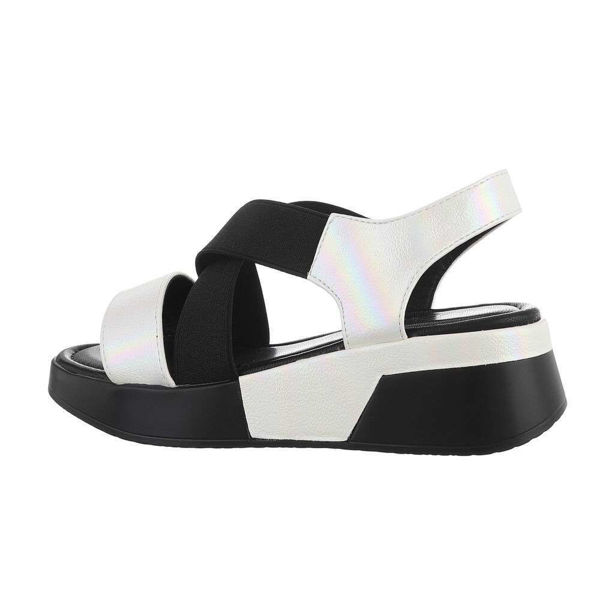 Paksu-tallaga-valged-sandaalid-602301