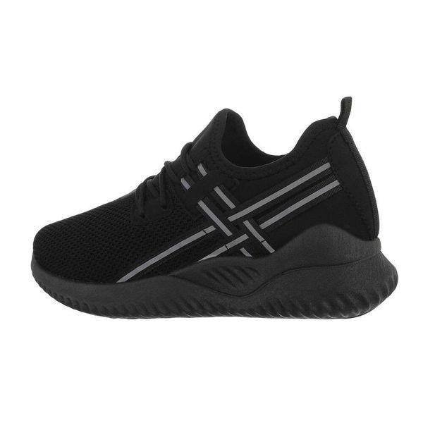 Womens-black-sportshoes-590369