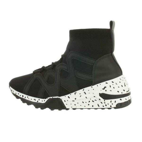 Womens-black-sportshoes-561477