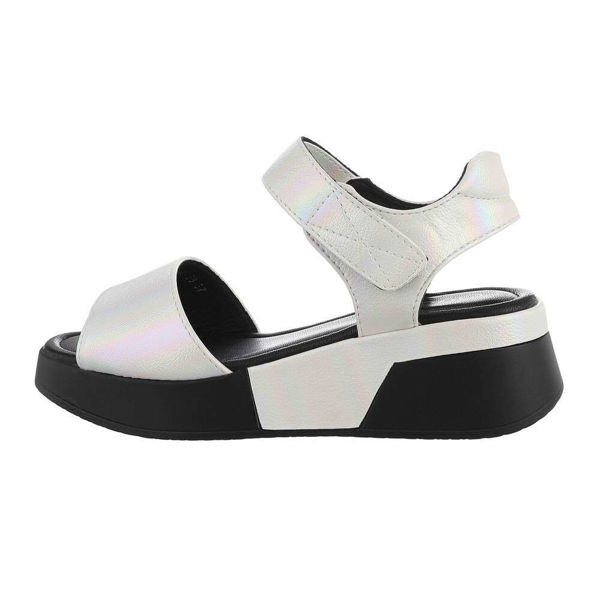 Valged-sandaalid-602357